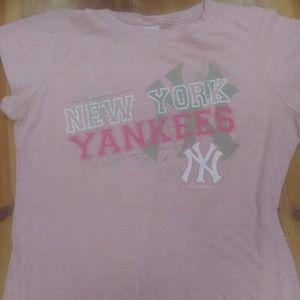 New York Yankees female pink tee